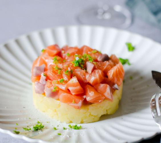 Tartare de pommes de terre et saumon